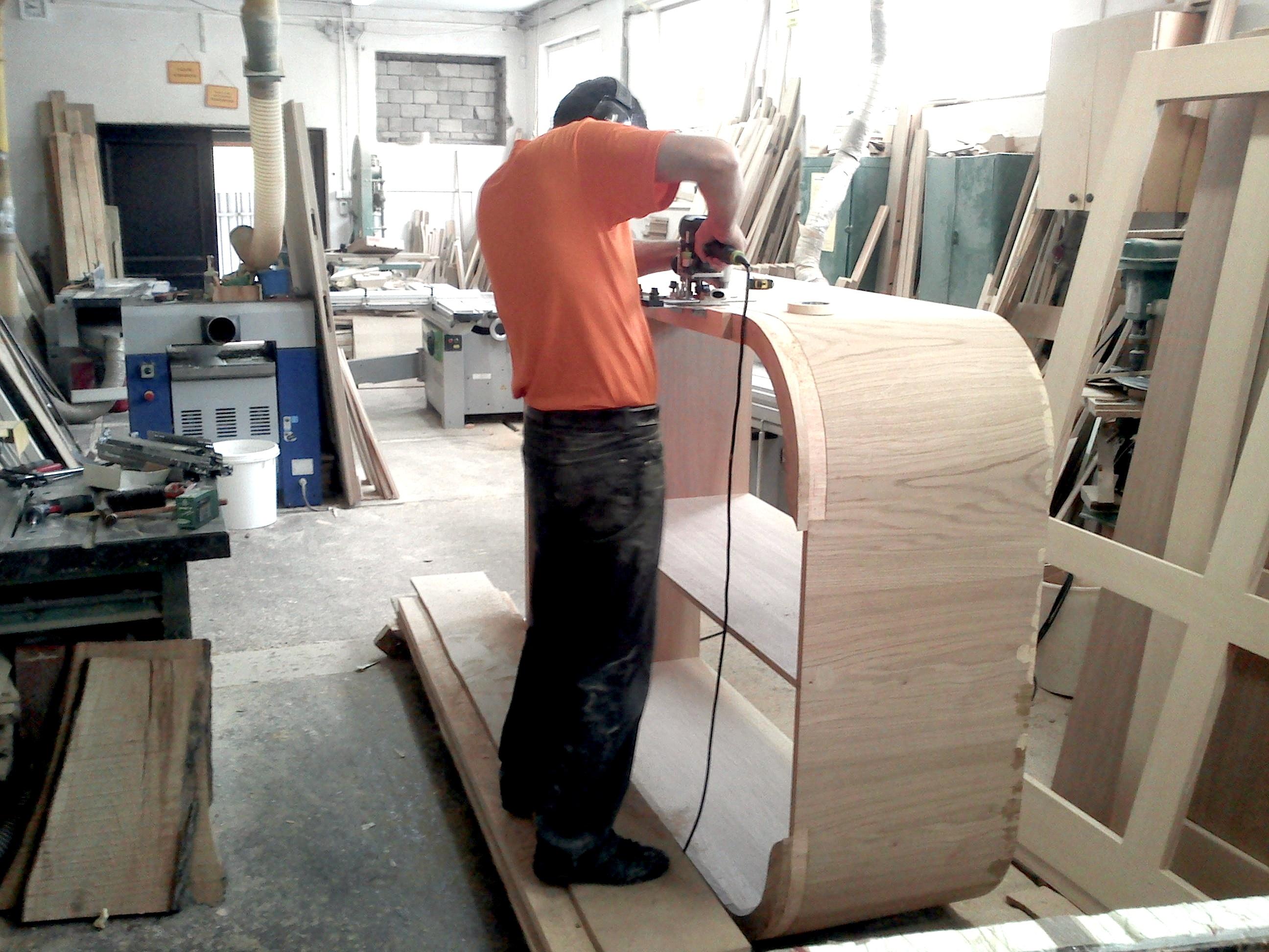 Szafa w pracowni stolarskiej